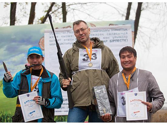 Алматинские журналисты взяли в руки ружья