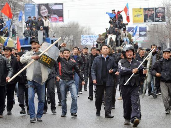 Атамбаев обвиняет: Узбекистан, Россию, США, ОБСЕ, правительство, оппозицию… Теперь и Казахстан
