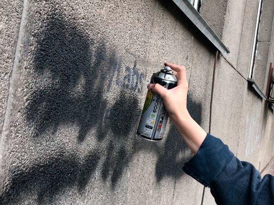 В Алматы рекламу наркотиков размещают на стенах домов
