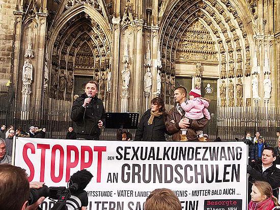 Русские эмигранты в Германии протестуют против «сексуального образования» детей