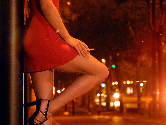 Порно проститутка в авто разборка с сутенером фото 735-83